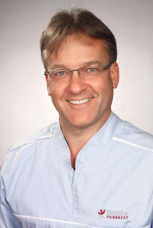 Szájsebész-implantológus szakorvosunk, Dr. Benedek Gábor
