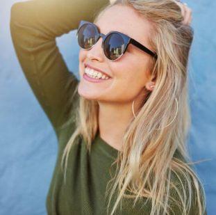 lány szép mosoly