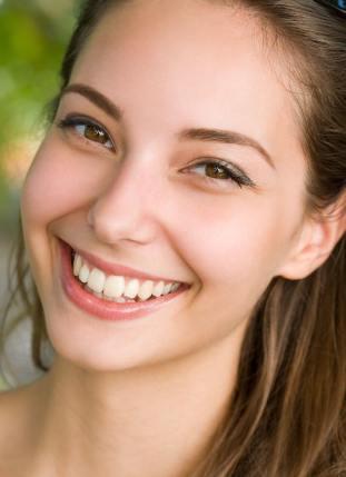 fehér fogak mosoly